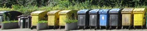 Mülltonnenreihe